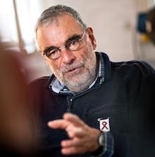 Der Aids-Aktivist und Jurist Bernd Aretz im Interview für die TV-Doku (alle Fotos: WDR/Boomtown Media)