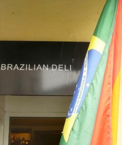 Was sagen schwule Brasilianer zur Fußball-WM? Mit Ivan und Giovanni haben wir im Copa Brazilian Deli gesprochen.