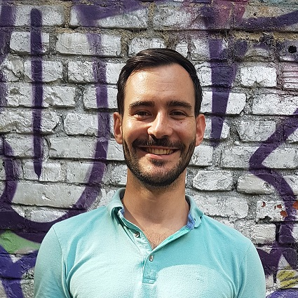 Enrique Doleschy lächelt