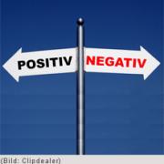 Wenn in einer Beziehung ein Partner HIV-positiv und der andere negativ ist, wirft das bei manchen Paaren Fragen auf.